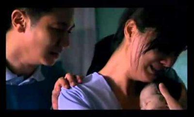 Matka po pôrode zdvihla svoje mŕtve dieťa. Pozorne sledujte ruku bábätka!