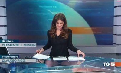 Moderátorka zabudla, že sedí za priehľadným stolom. Video baví celý svet!